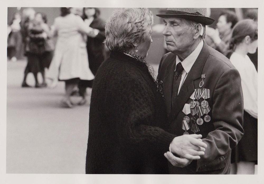 Foto aus der Serie Tag des Sieges, tanzende Veteranen, Russland, 1995
