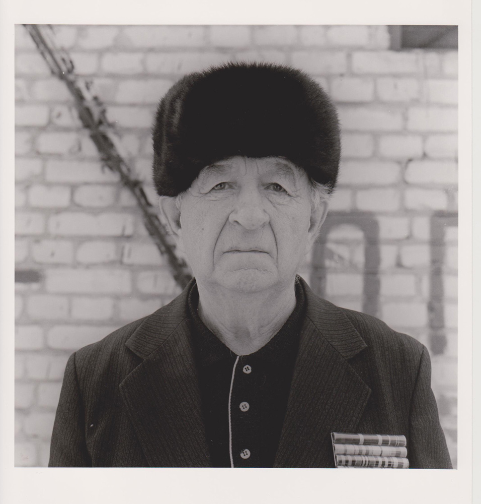 Portraitfoto aus der Serie Veteranen, russischer Kriegsveteran, Baranovici 2000