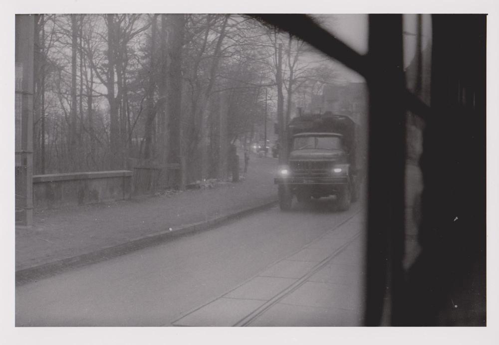 Foto aus der Serie Woher Wohin, Militärkonvoi, Dresden, 1985