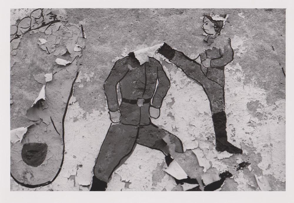 Foto aus der Serie Woher Wohin, Wandbild, Dresden, 1992