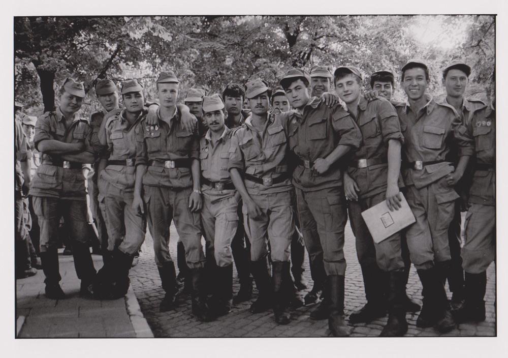 Foto aus der Serie Woher Wohin, russische Soldaten, Dresden, 1992